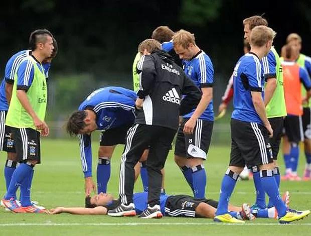 Rajkovic agride companheiro de Hamburgo (Foto: Reprodução / Bild.de)
