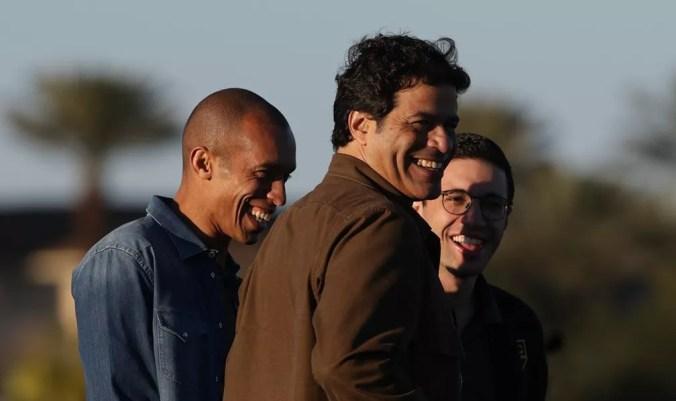 Miranda em conversa com os dirigentes Raí e Alexandre Pássaro — Foto: Rubens Chiri / saopaulofc.net