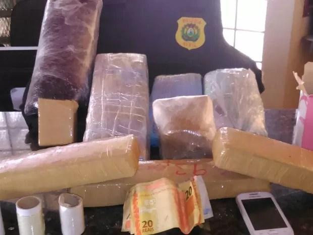 Polícia encontrou mais de 5 kg de maconha em casa de Sena Madureira (Foto: Divulgação/Polícia Civil)