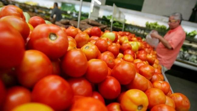 Em 12 meses, preço do tomate teve aumento de 66,75% em Natal.  — Foto: Agência Diário
