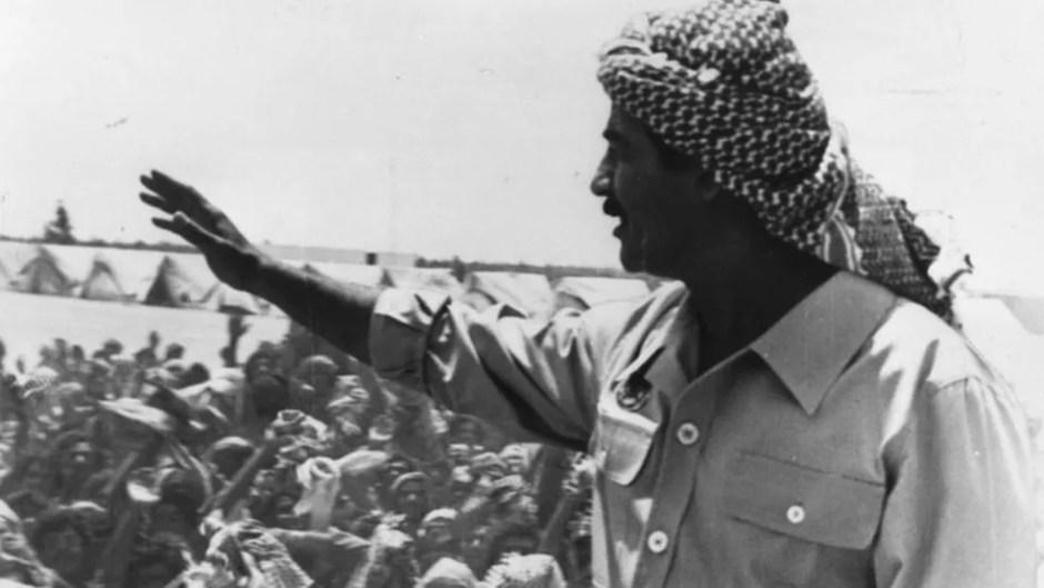 Derrubada do avião comercial iraniano ocorreu durante a guerra entre Irã e Iraque. Na época, os EUA apoiaram os iraquianos e seu líder, Saddam Hussein (à direita na foto). Anos mais tarde, os EUA entrariam em guerra contra o Iraque para derrubar Saddam Hussein — Foto: KEYSTONE/GETTY IMAGES via BBC