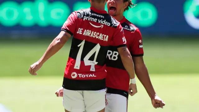 Arrascaeta e Arão comemoram gol do Flamengo