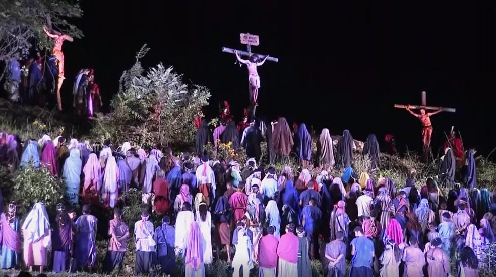 Cena da Via Sacra no Morro da Capelinha em Planaltina, no DF — Foto: TV Globo/Reprodução