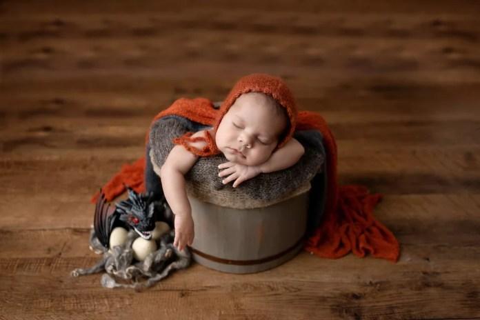 A referência aos draggões de Daenerys também marcou o ensaio newborn — Foto: Adriana Margotto