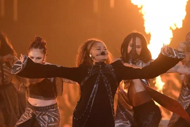 Janet Jackson é homenageada no MTV EMA 2018 e se apresenta durante premiação — Foto: LLUIS GENE / AFP