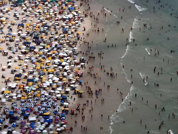 Praias da Baixada Santista, no litoral de São Paulo, foram escolhidas como destino por turistas (Foto: Sergio Furtado/Especial para o G1)