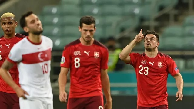 Shaqiri comemora gol em Suíça x Turquia
