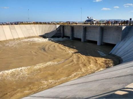 'Em março a água chega a Jati e vai para Grande Fortaleza', diz ministro — Foto: Kris de Lima/TV Grande Rio