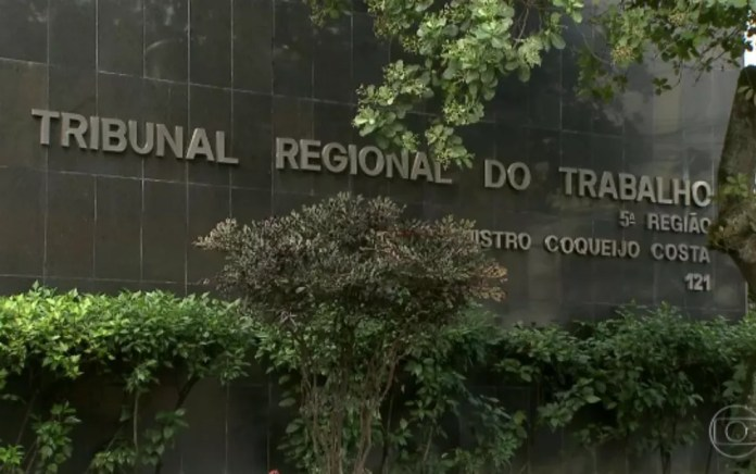 Fechado desde o dia 17 deste mês, TRT realizará sessões e conciliações no ambiente virtual — Foto: Reprodução/TV Bahia