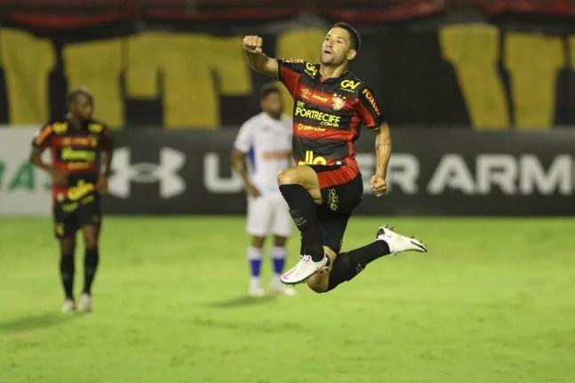 Thiago Neves comemora gol do Sport contra o Fortaleza — Foto: Marlon Costa/Pernambuco Press