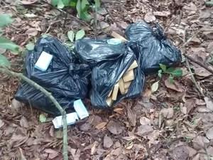 Droga encontrada em terreno, em Nova Almeida (Foto: Divulgação/ Polícia Militar)