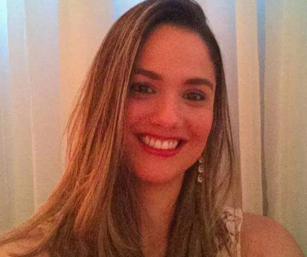 Luciana de Souza Alonso Carvalho, de 35 anos, decidiu adiar os planos de engravidar em 2016 por causa da situação da zika e microcefalia no país (Foto: Arquivo pessoal/Luciana Carvalho)