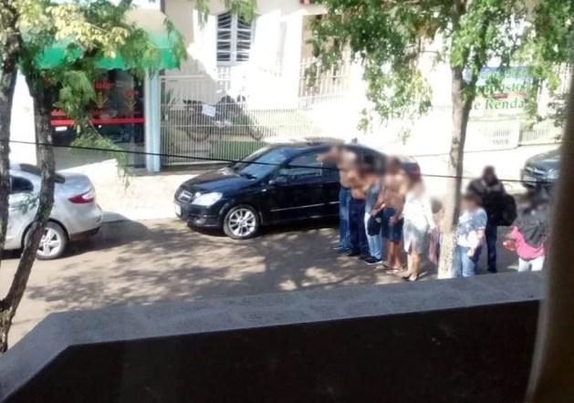 Moradores foram feitos reféns nas imediações do banco assaltado em Porto Xavier — Foto: Carlos Fontela/Arquivo Pessoal