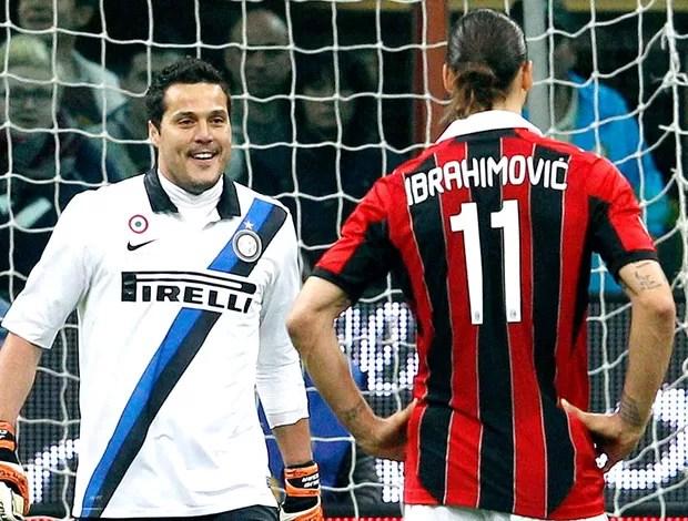 Julio Cesar e Ibrahimovic na partida do Milan contra o Inter de Milão (Foto: Reuters)