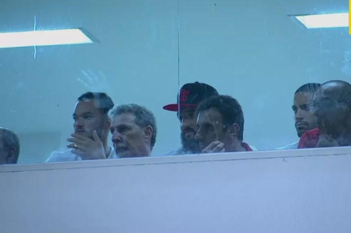 Muralha não ficou sequer no banco, e assistiu a partida em cabine (Foto: Reprodução)