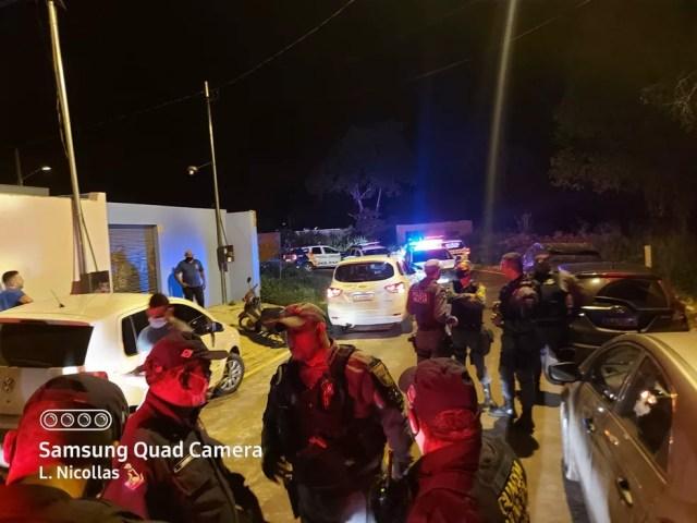 De acordo com a Guarda Municipal de Várzea Grande, uma denúncia de moradores dizia que havia uma festa no local que as pessoas não respeitavam o distanciamento social — Foto: Guarda Municipal de Várzea Grande