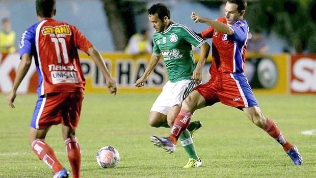Charles jogo Palmeirase  Guaratinguetá (Foto: Edno Luan / Agência Estado)