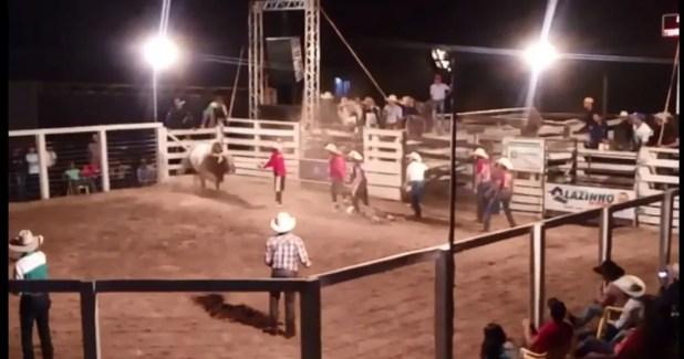 Peão morreu depois de ser socorrido da arena (Foto: Reprodução)