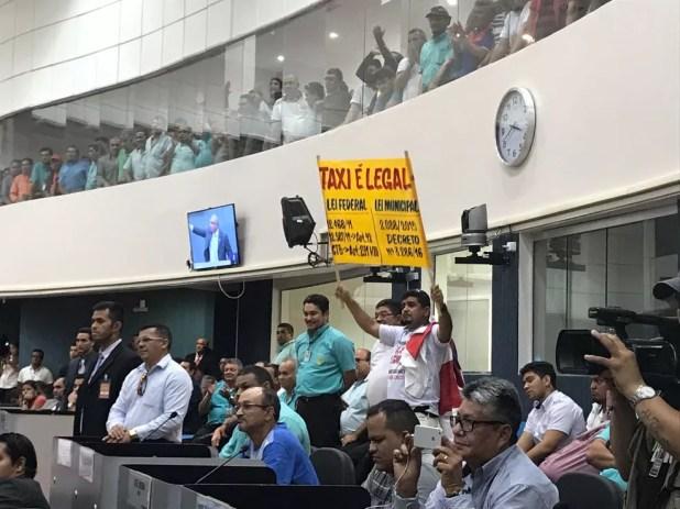 Taxistas protestaram durante audiência pública (Foto: Patrick Marques/G1 AM)