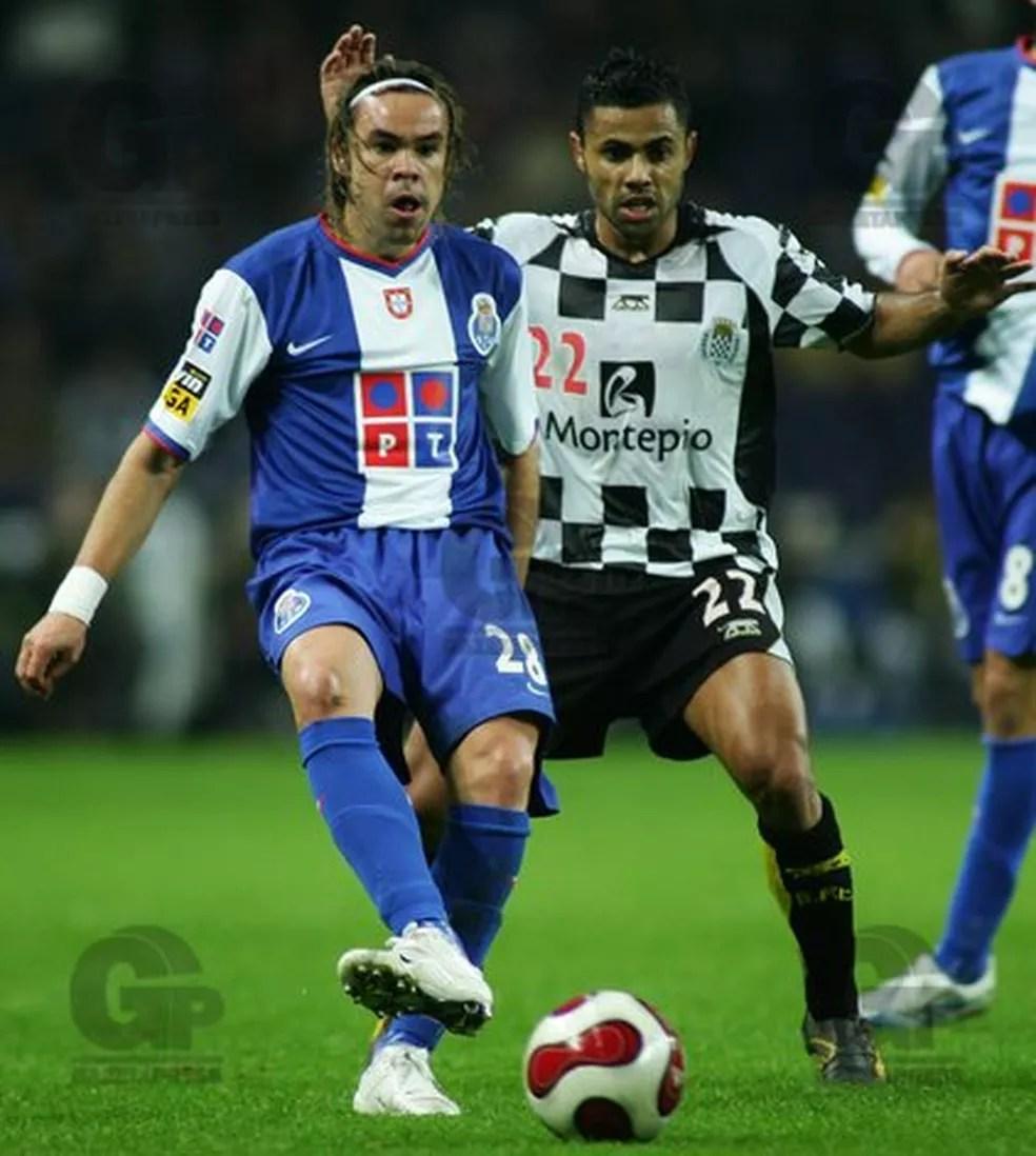 Adriano Louzada em 2006, com a camisa do Porto — Foto: Octávio Passos/Gazeta Press