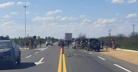 Melher morre após sofrer acidente de trânsito em Petrolina — Foto: Polícia Rodoviária Federal