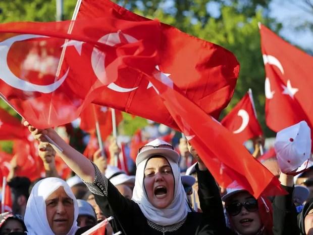 População tomou conta das ruas, em Ancara, para apoiar o governo da Turquia (Foto: Murad Sezer/ Reuters)