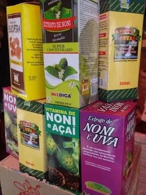 Venda de sucos, extratos e vitaminas extraídos do Noni são proibidas pela Anvisa (Foto: Renan Holanda / G1)
