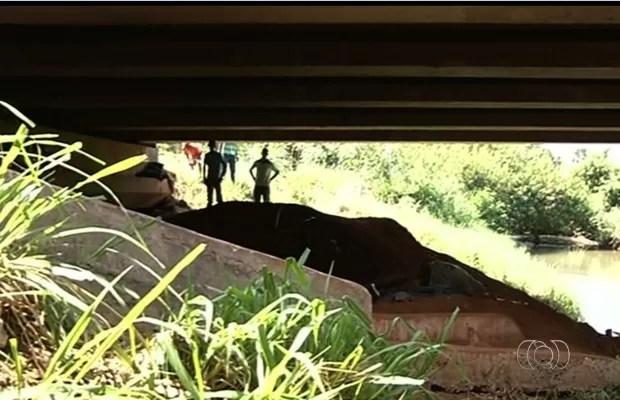 Cinco corpos foram encontrados na manh </p data-recalc-dims=