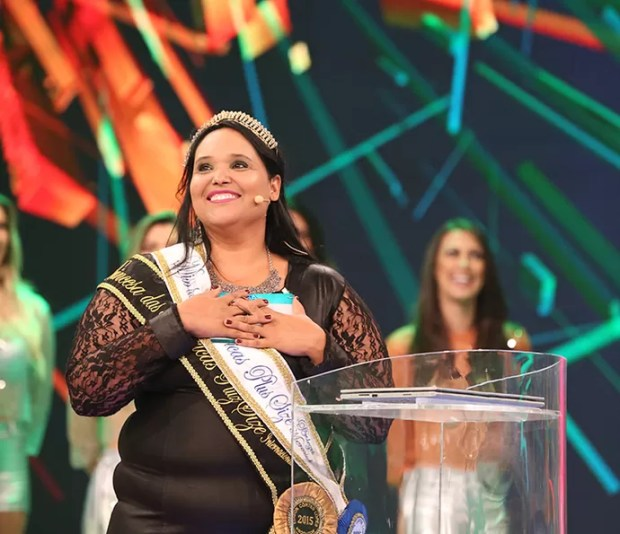 Miss plus size Janaína Brito vai ajudar o pai com o prêmio que recebeu (Foto: Carol Caminha / Gshow)