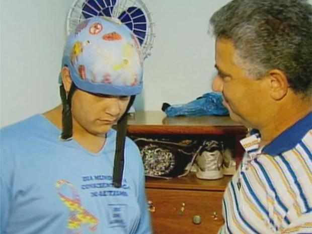 Autista deixa de receber tratamento por falta de recursos em São Sebastião do Paraíso (Foto: Reprodução EPTV / Luciano Tolentino)