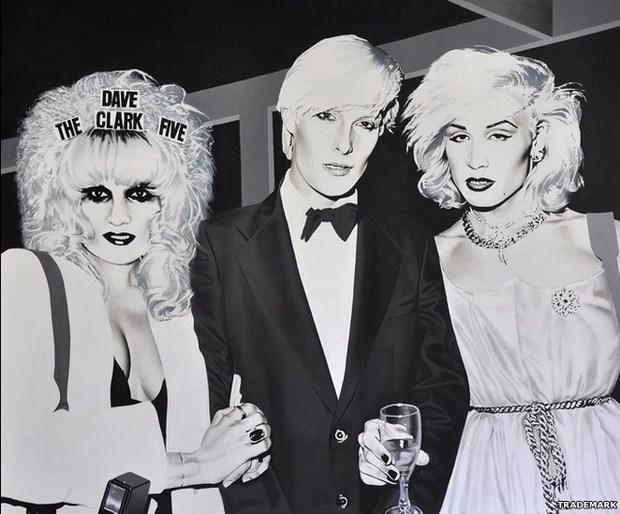 Essa pintura, intitulada Anti-Social, usou como base uma foto com o próprio TradeMark (centro) ao lado do famoso personagem pop dos anos 80, Marilyn (direita) (Foto: BBC/Boy George)