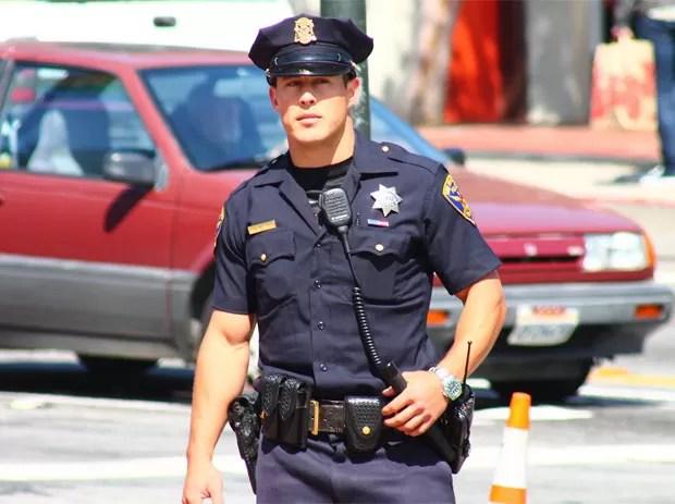 Chris Kohrs se tornou sucesso na web após ganhar o apelido de 'policial gato' (Foto: Reprodução/Facebook/Officer Chris Kohrs, aka Hot Cop Of Castro)