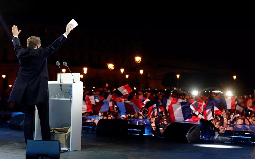 Macron celebra vitória no Louvre (Foto: Philippe Wojazer/Reuters)