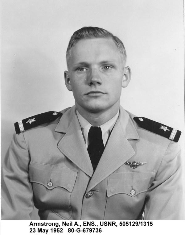 Neil Armstrong conhe231a a hist243ria do primeiro homem a