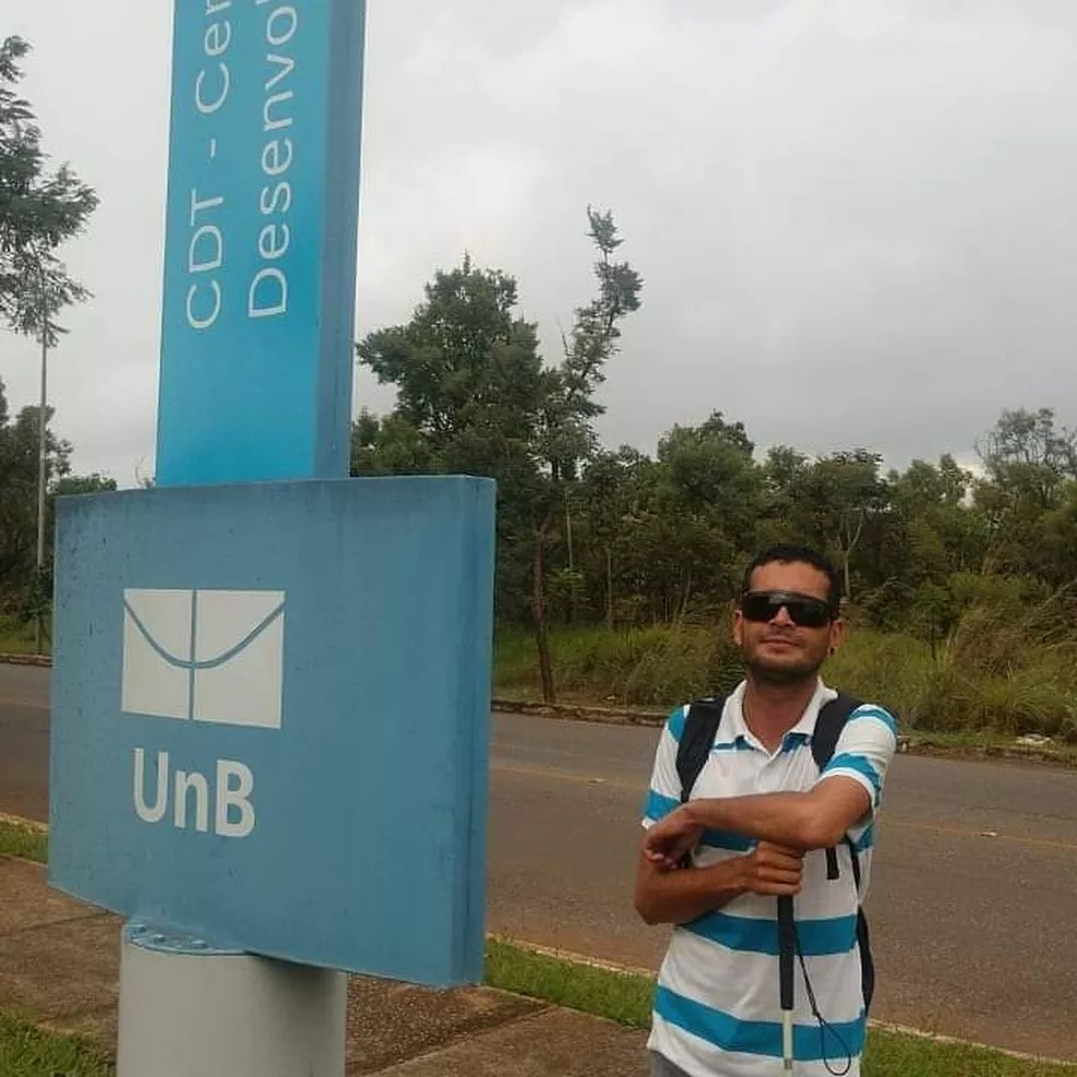 Fernando Rodrigues Hiacovvith, de 32 anos, é consultor em áudio descrição e acessibilidade — Foto: Arquivo pessoal