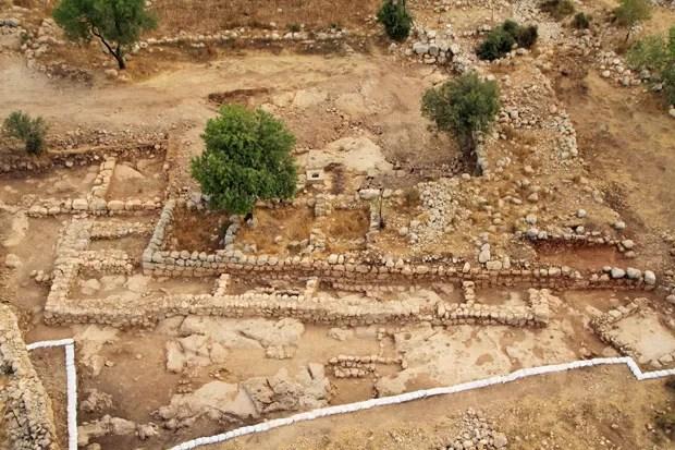 Imagem aérea do que seria o palácio de Davi e, posteriormente, a casa bizantina (Foto: Divulgação/Autoridade de Antiguidades de Israel/Clara Amit)