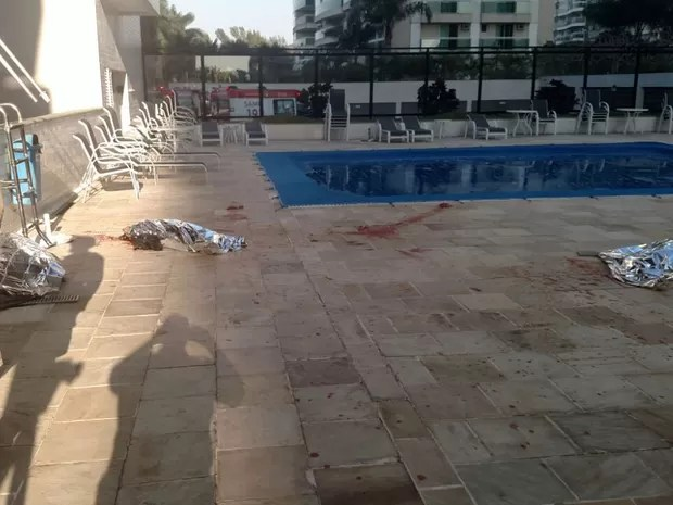 Corpos caíram do 18º andar do Edifício Lagoa Azul, que fica no Condomínio Pedra de Itaúna, na Barra da Tijuca (Foto: G1)