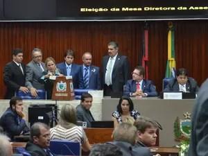 Eleição da Mesa Diretora da ALPB acontece através de votos com cédulas de papel (Foto: Diogo Almeida / G1)