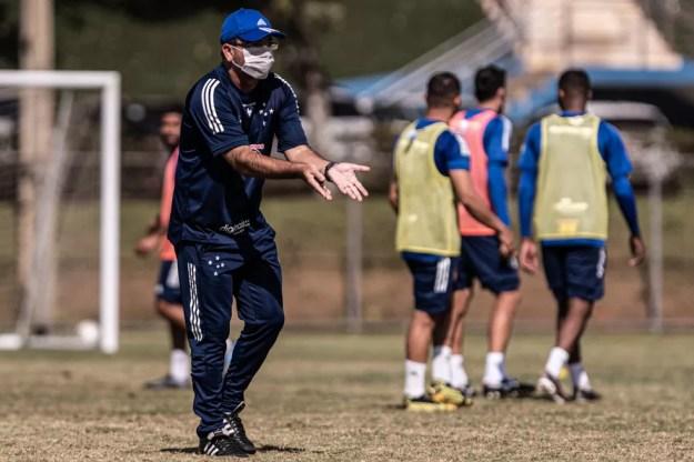 Enderson Moreira é o técnico do Cruzeiro — Foto: Gustavo Aleixo