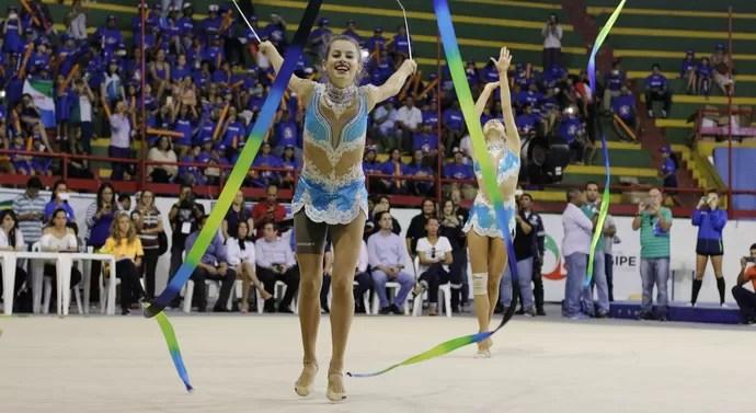 Morgana Gmach; Selelção Brasileira de Ginástica Rítimica; treino; Aracaju (Foto: João Áquila/GloboEsporte.com)