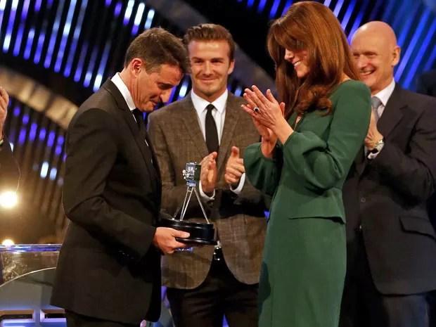 Kate Middleton entregou prêmio para Lord Sebastian Coe (Foto: AP)