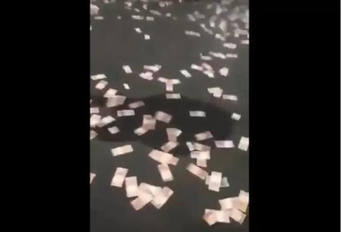 Dinheiro abandonado no chão em Criciúma — Foto: Reprodução/Twitter