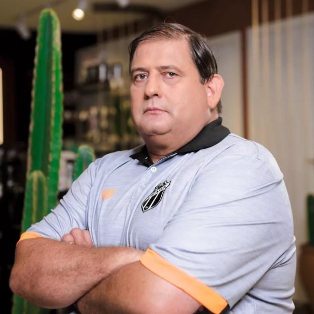 Guto Ferreira apresenta nova camisa do Ceará — Foto: Divulgação