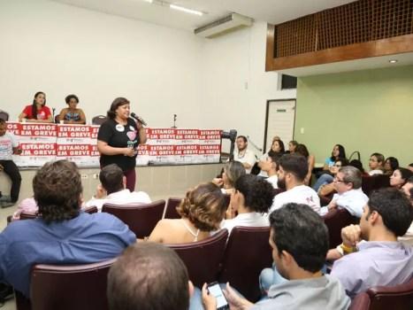 Bancários da Caixa Econômica Federal aprovaram fim da greve em Pernambuco por ampla maioria (Foto: Assessoria/Sindicato dos Bancários de PE)