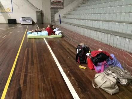 Abrigos foram montados em Rio do Sul para receber vítimas da chuva (Foto: Larissa Vier/RBS TV)