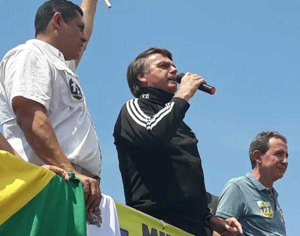 O candidato do PSL à Presidência, Jair Bolsonaro, durante discurso em um ato político em Rio Branco (AC) (Foto: Iriá Rodrigues/G1 AC)