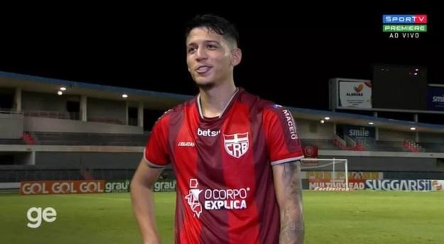 Caetano é titular absoluto na zaga do CRB — Foto: Reprodução/Sportv