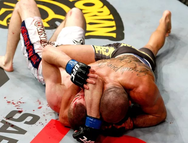 Renan Barão vence luta do UFC contra  Michael McDonald (Foto: Getty Images)