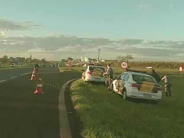 Rodovia Anhanguera permanece interditada próximo ao km 321 (Foto: Reprodução/EPTV)