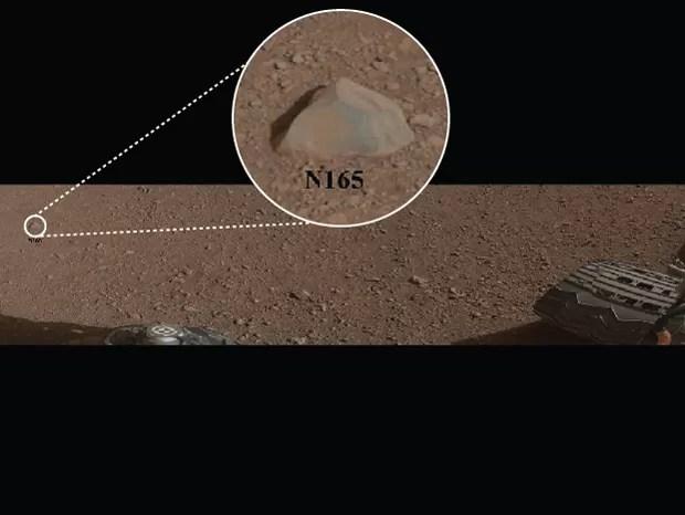 A rocha N165, a primeira a ser explorada pelo robô (Foto: NASA/JPL-Caltech/MSSS/LANL)